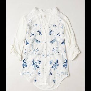 Tiny Anthropologie embroidered floral Willa top